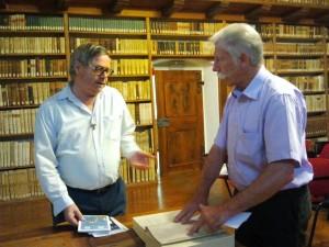 La consegna al direttore della biblioteca, p.Ciro